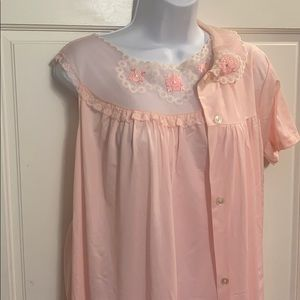 ADORABLE VINTAGE Pink GOWN AND ROBE SET. SZ S